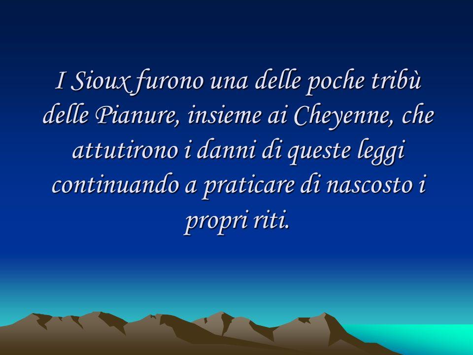 I Sioux furono una delle poche tribù delle Pianure, insieme ai Cheyenne, che attutirono i danni di queste leggi continuando a praticare di nascosto i