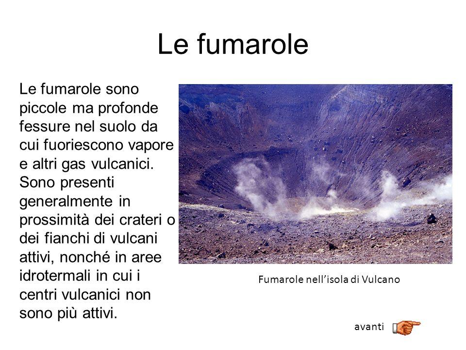 Le fumarole Le fumarole sono piccole ma profonde fessure nel suolo da cui fuoriescono vapore e altri gas vulcanici. Sono presenti generalmente in pros
