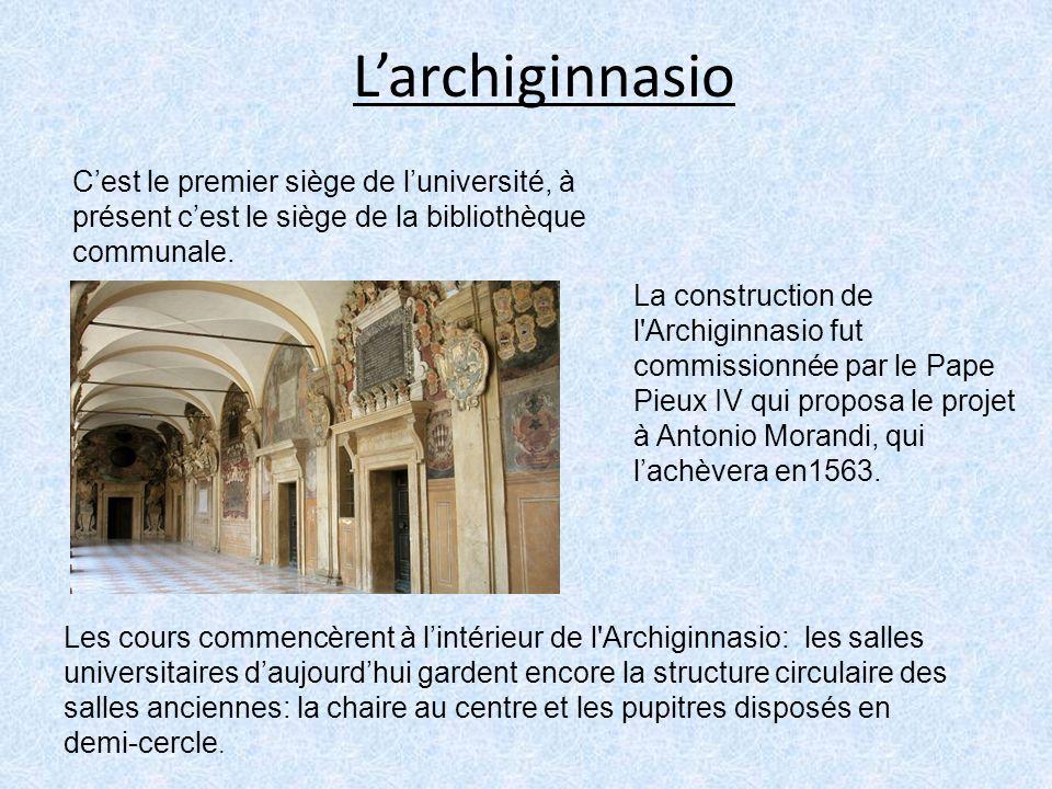 Larchiginnasio Cest le premier siège de luniversité, à présent cest le siège de la bibliothèque communale. La construction de l'Archiginnasio fut comm