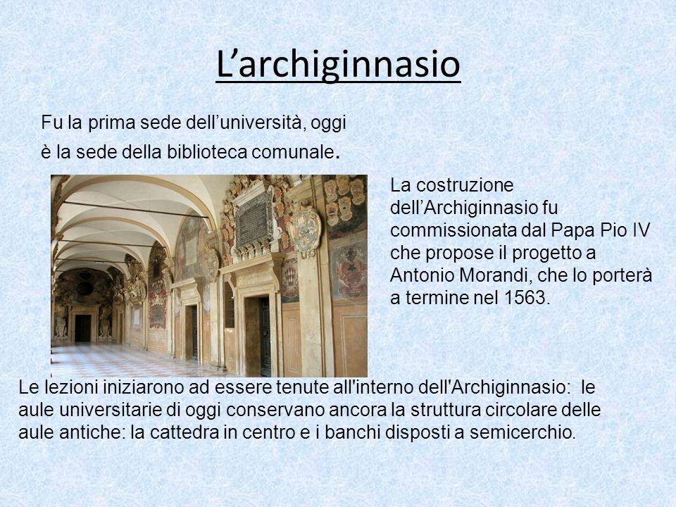 Larchiginnasio Fu la prima sede delluniversità, oggi è la sede della biblioteca comunale. La costruzione dellArchiginnasio fu commissionata dal Papa P
