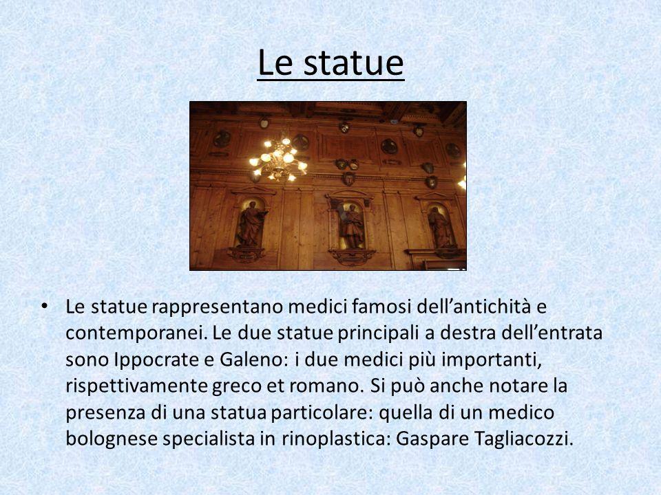 Le statue Le statue rappresentano medici famosi dellantichità e contemporanei. Le due statue principali a destra dellentrata sono Ippocrate e Galeno: