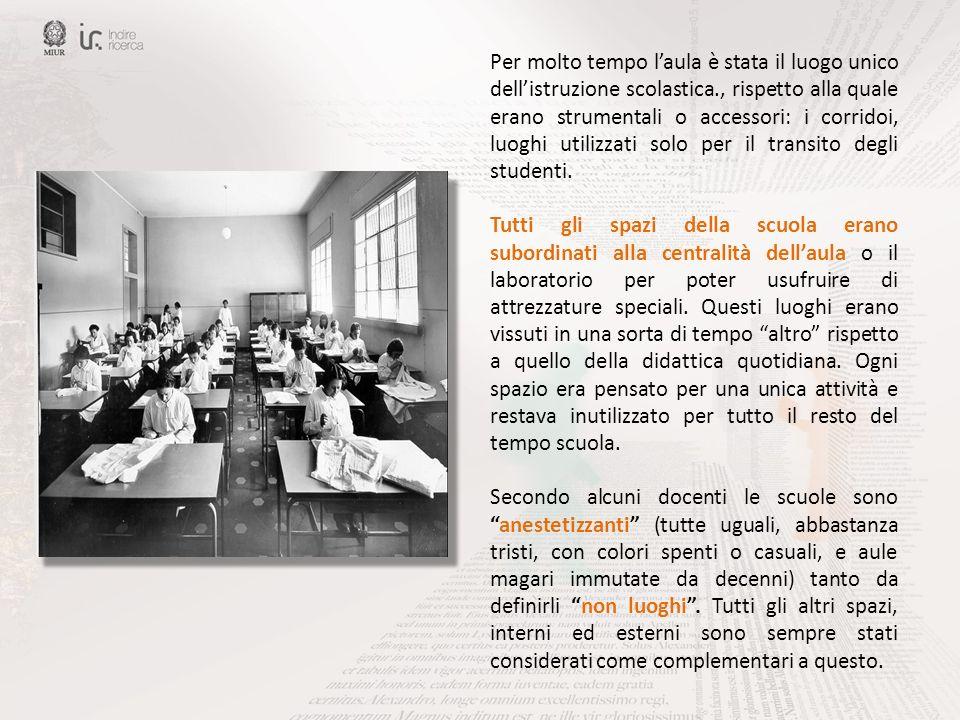 Per molto tempo laula è stata il luogo unico dellistruzione scolastica., rispetto alla quale erano strumentali o accessori: i corridoi, luoghi utilizz