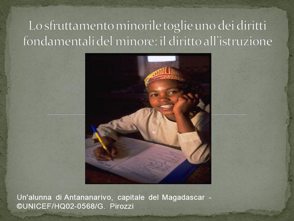 Un'alunna di Antananarivo, capitale del Magadascar - ©UNICEF/HQ02-0568/G. Pirozzi