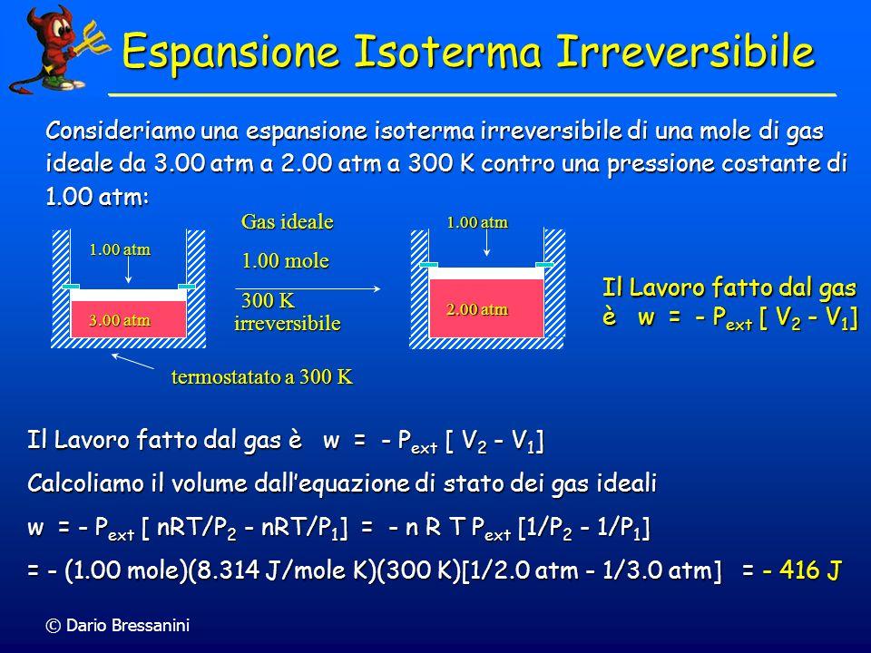 © Dario Bressanini Consideriamo una espansione isoterma irreversibile di una mole di gas ideale da 3.00 atm a 2.00 atm a 300 K contro una pressione co
