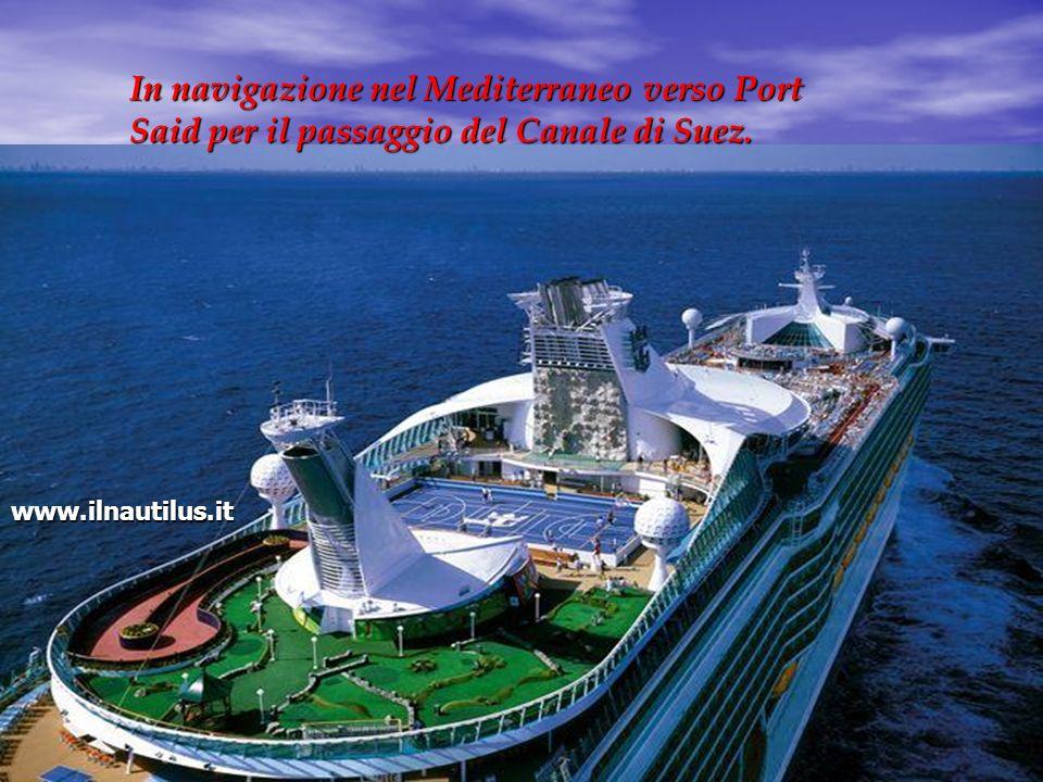 In navigazione nel Mediterraneo verso Port Said per il passaggio del Canale di Suez. www.ilnautilus.it