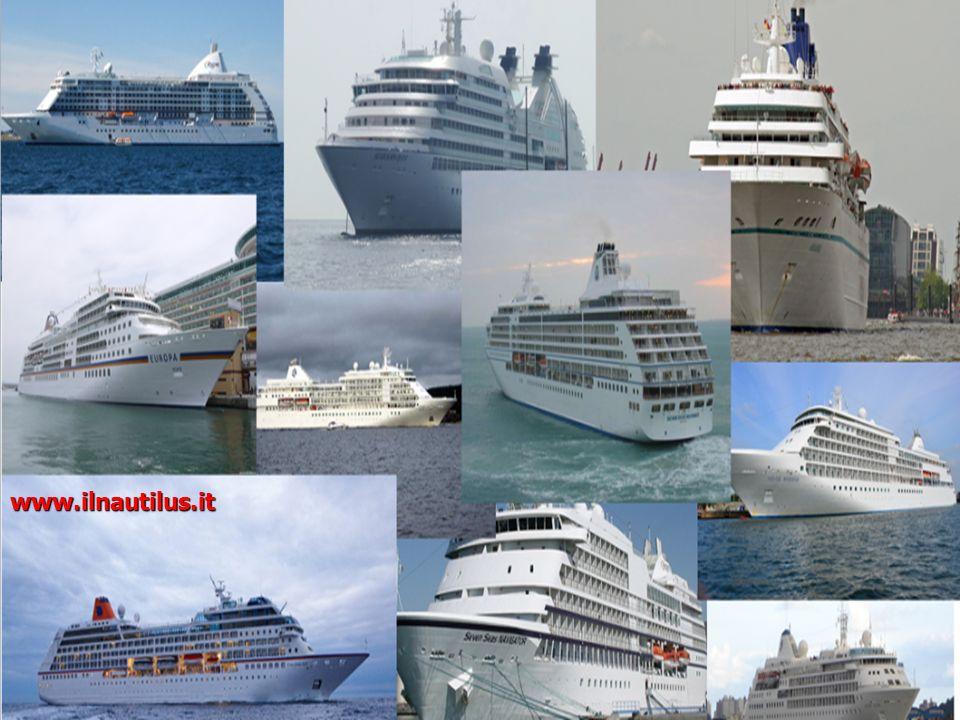 Interni di una nave da crociera Navi ormeggiate nel porto di Brindisi www.ilnautilus.it