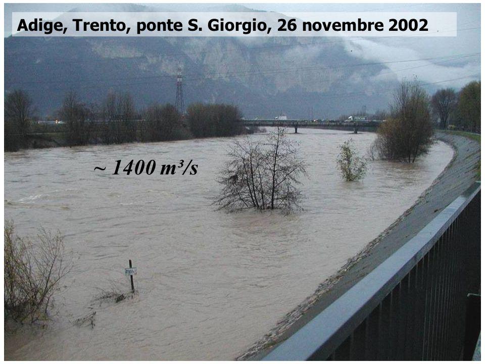 Corso di Idrodinamica – Anno 2009 Adige, Trento, ponte S. Giorgio, 26 novembre 2002 ~ 1400 m³/s