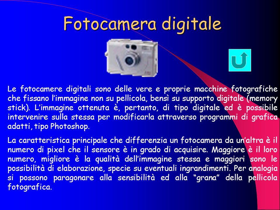 Web Cam La web cam è un dispositivo che permette la cattura di immagini digitalizzate in movimento, in pratica un telecamera digitale in genere a bass