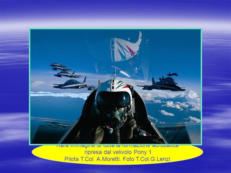 Rara immagine di tutta la formazione acrobatica ripresa dal velivolo Pony 1 Pilota T.Col. A.Moretti. Foto T.Col.G.Lenzi