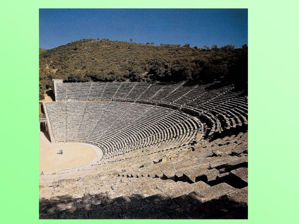 Il teatro a gradinate sfrutta il pendio della collina