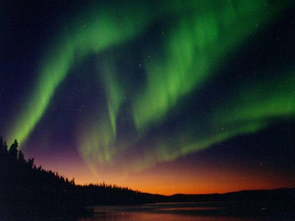 Il vento solare E costituito da un flusso continuo di particelle ionizzate emesse dal Sole, che si disperdono in ogni direzione. Quando raggiungono la