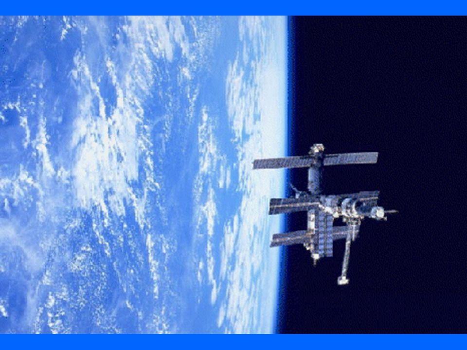 Il pianeta vivente La Terra è lunico pianeta del Sistema solare su cui lacqua sia presente allo stato solido, liquido e gassoso. La temperatura è idon