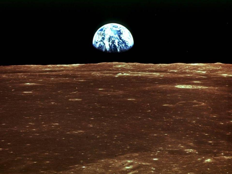 Il sistema Terra - Luna La luna orbita a 380.000 km dalla Terra Il periodo di rivoluzione della Luna attorno al nostro pianeta è di quasi 29 giorni, u