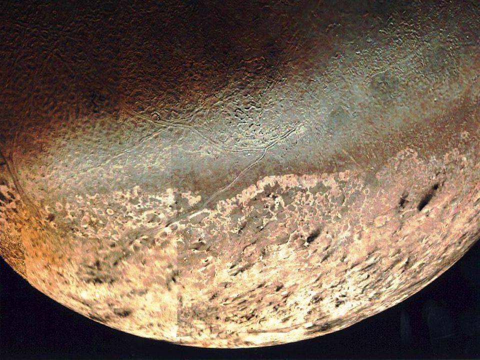 Lune ed anelli Anche attorno a Nettuno la sonda Voyager 2 ha individuato la presenza di anelli, sebbene molto sottili e deboli. Nel suo peregrinare at
