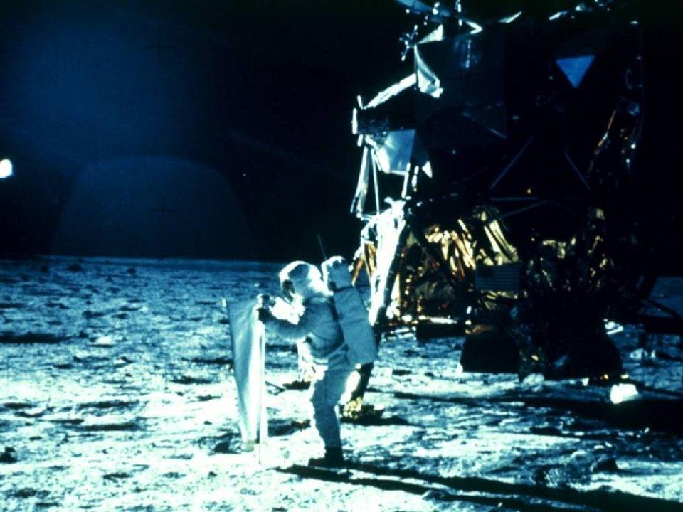 Cara, vecchia Luna! Il nostro satellite nacque presumibilmente dallo scontro della terra primordiale con un corpo celeste di ragguardevoli dimensioni,