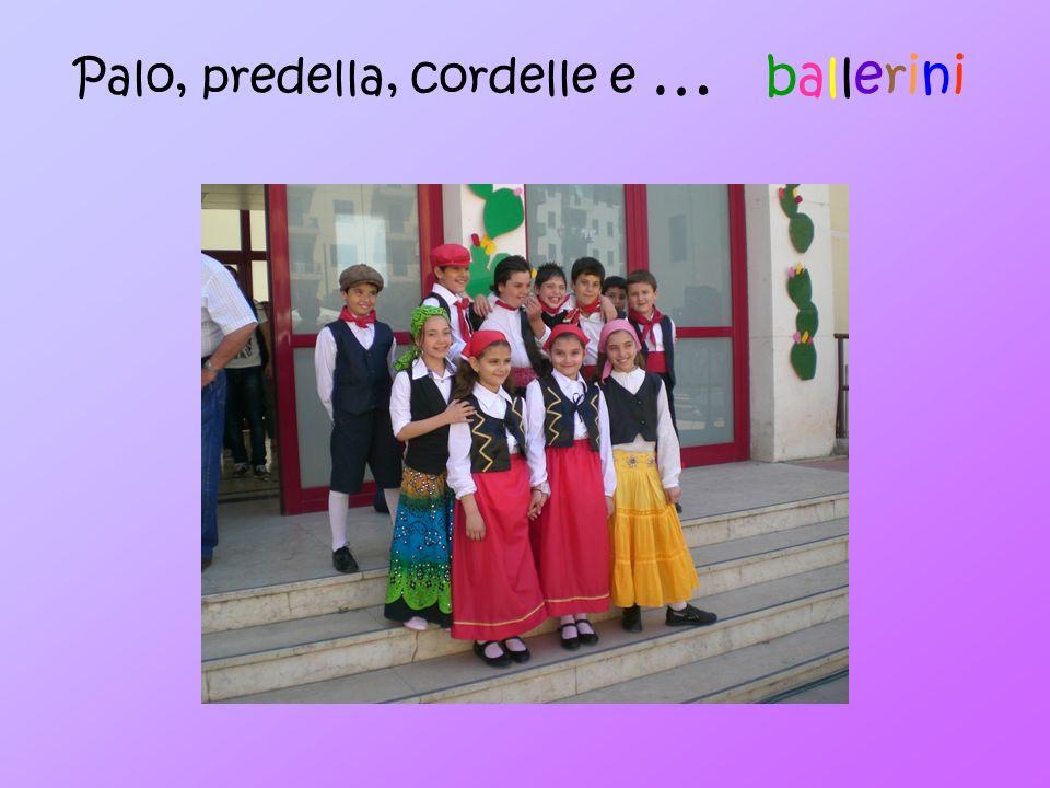 Gli Strumenti Il ballo è accompagnato dal suono degli strumenti tipici siciliani, fisarmonica, fiscaliettu (zufolo), gangularruni (scacciapensieri), tamburello, chitarra e mandolino, e da antiche giaculatorie e canti.
