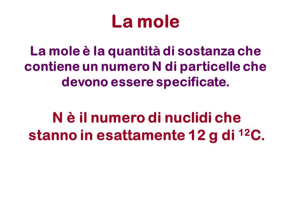 La mole è la quantità di sostanza che contiene un numero N di particelle che devono essere specificate. La mole N è il numero di nuclidi che stanno in