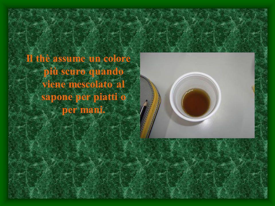 Il thè assume un colore più scuro quando viene mescolato al sapone per piatti o per mani.