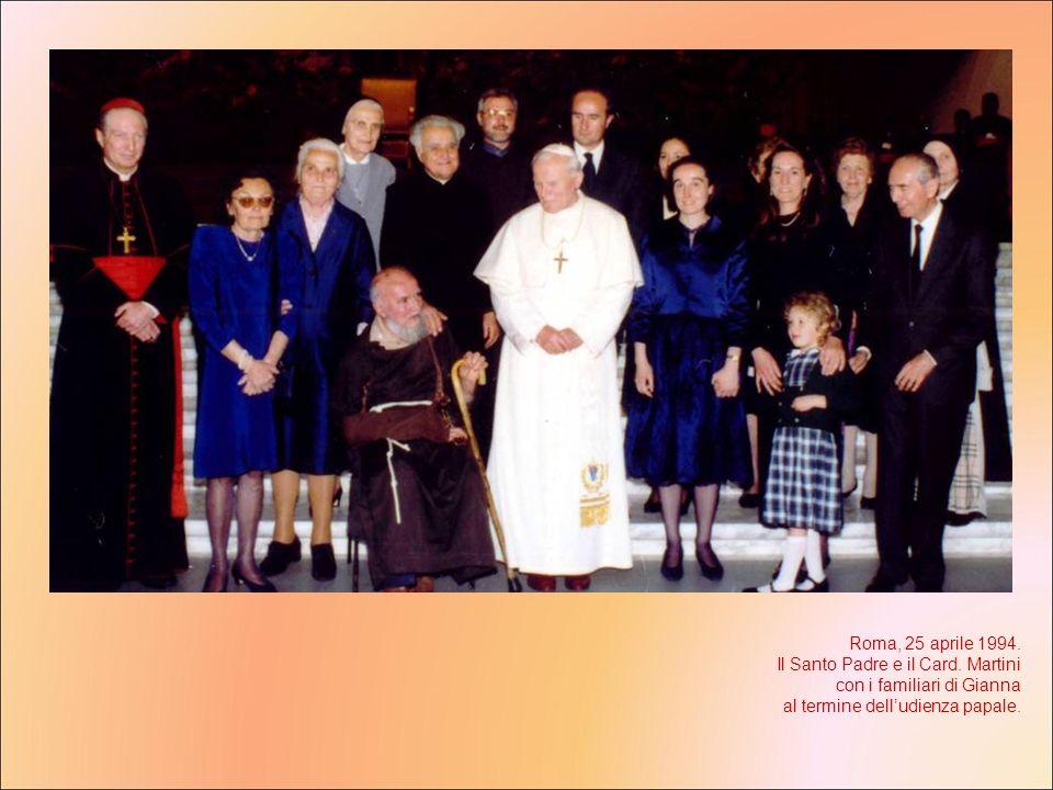 Roma, 25 aprile 1994. Il Santo Padre e il Card. Martini con i familiari di Gianna al termine delludienza papale.