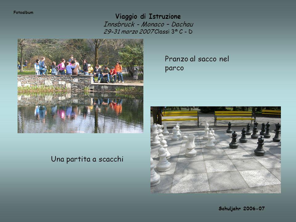 Viaggio di Istruzione Innsbruck - Monaco – Dachau 29-31 marzo 2007 Classi 3ª C - D Schuljahr 2006-07 Pranzo al sacco nel parco Una partita a scacchi F