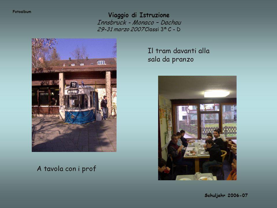 Viaggio di Istruzione Innsbruck - Monaco – Dachau 29-31 marzo 2007 Classi 3ª C - D Schuljahr 2006-07 Il tram davanti alla sala da pranzo A tavola con