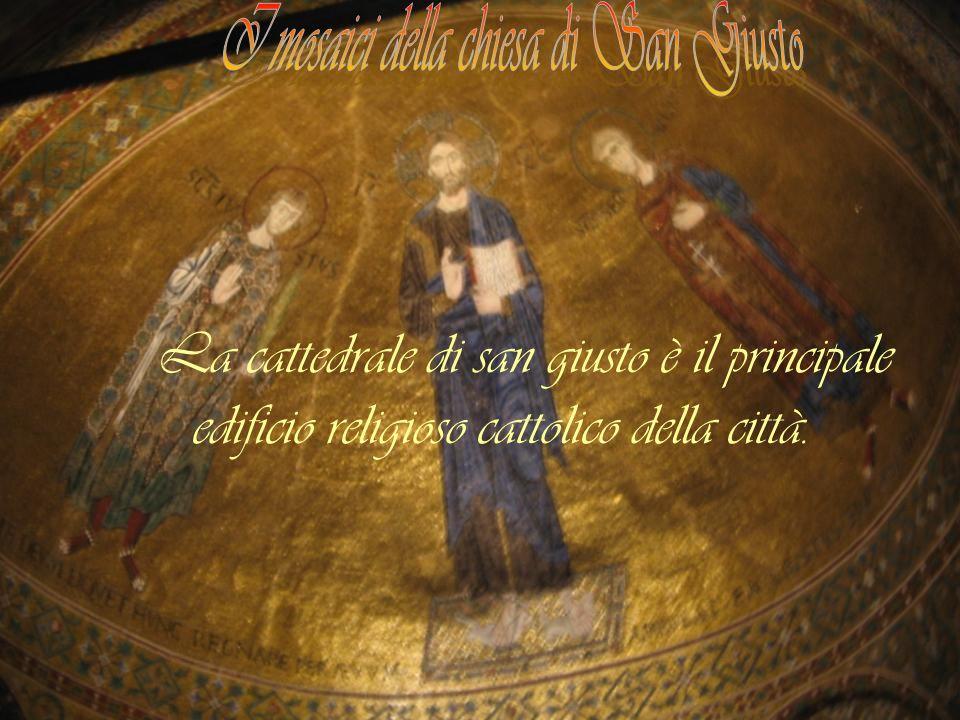 La cattedrale di san giusto è il principale edificio religioso cattolico della città.