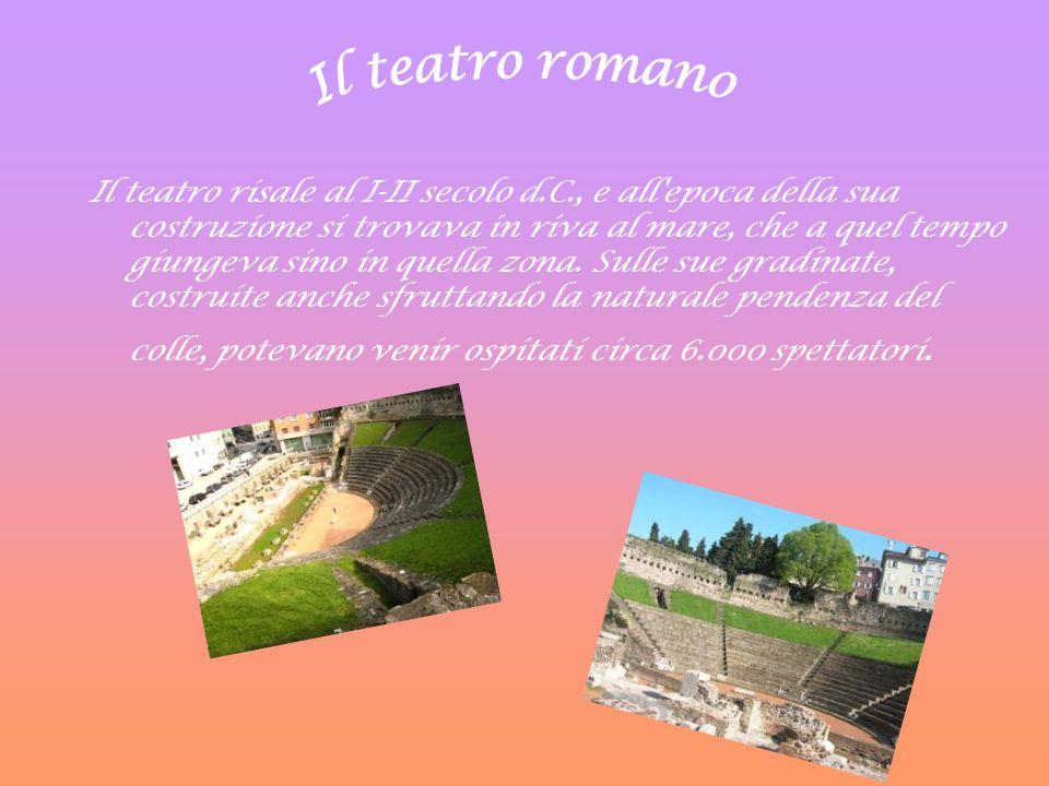 Il teatro risale al I-II secolo d.C., e all'epoca della sua costruzione si trovava in riva al mare, che a quel tempo giungeva sino in quella zona. Sul