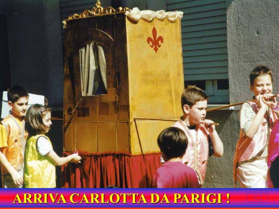 CARLOTTA ARRIVA IN PORTANTINA CON CAMERIERI E CUOCHI AL SEGUITO...