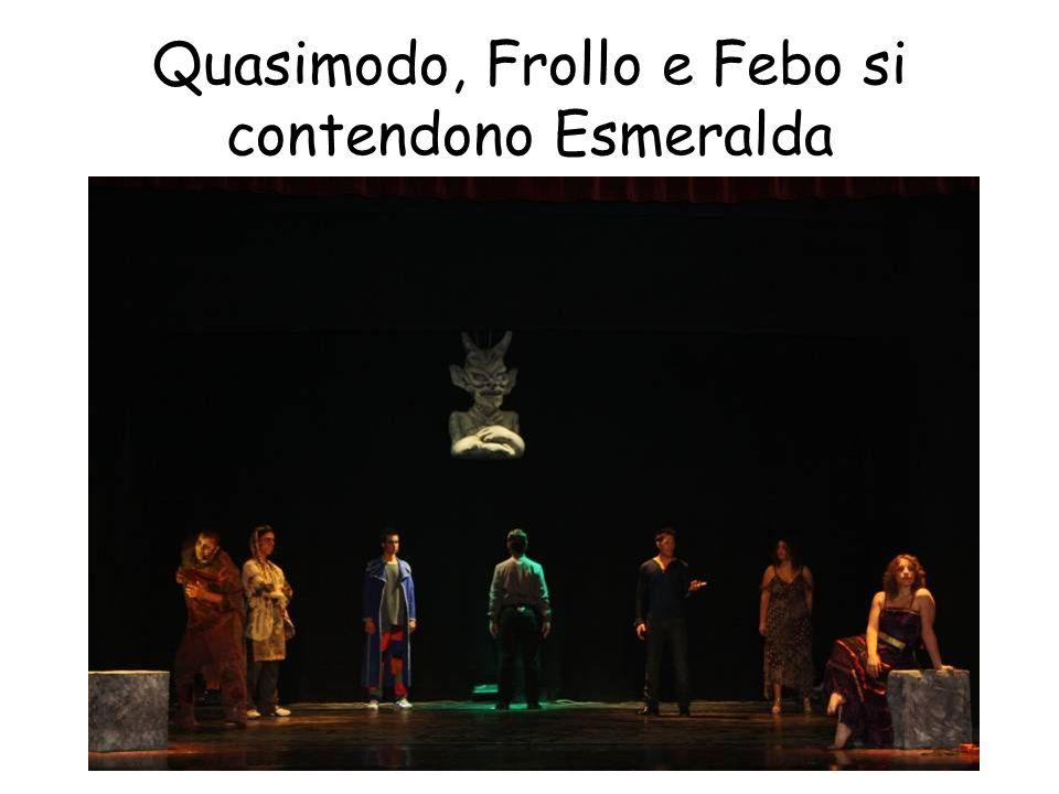Quasimodo, Frollo e Febo si contendono Esmeralda