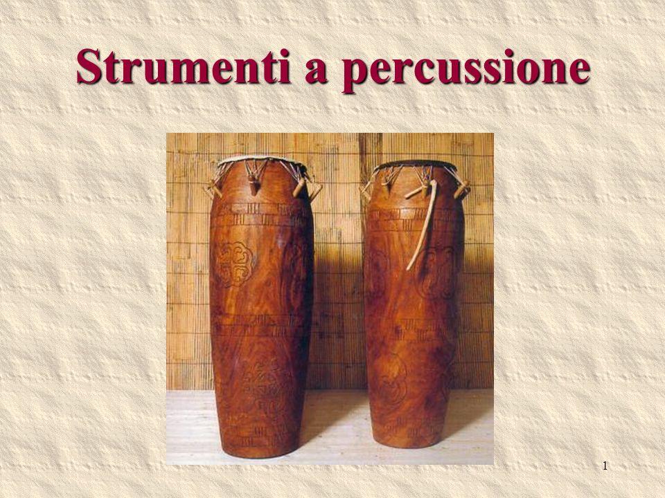 2 Strumenti a percussione a suono determinato Gli strumenti a suono determinato permettono di ottenere suoni di altezza precisa, ne esistono due tipi: a membrana, dove è la tensione a determinare lintonazione, e quelli ad intonazione fissa, cioè dove è tutto il corpo dello strumento a produrre il suono (idiofoni).