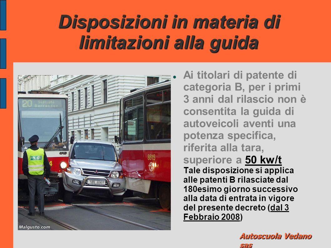 Disposizioni in materia di limitazioni alla guida Ai titolari di patente di guida di categoria B, per i primi 3 anni dal conseguimento, non è consentito il superamento di 100 km/h nelle autostrade e di 80 km/h sulla strade extraurbane.