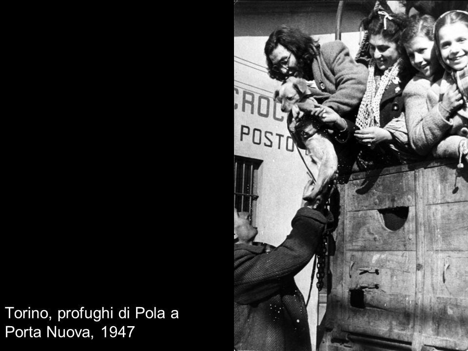 Torino, profughi di Pola a Porta Nuova, 1947