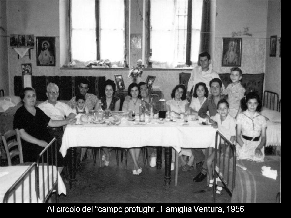 Al circolo del campo profughi. Famiglia Ventura, 1956