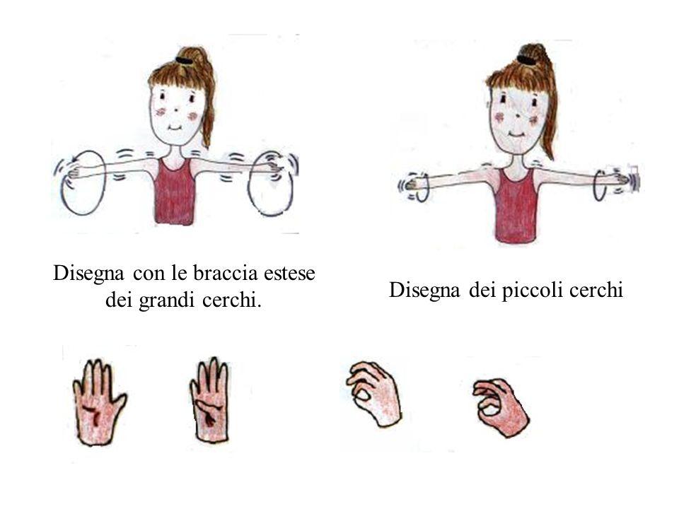 Disegna con le braccia estese dei grandi cerchi. Disegna dei piccoli cerchi