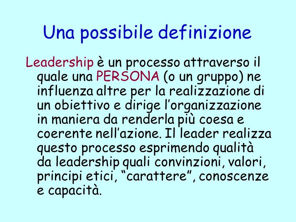 Una possibile definizione Leadership è un processo attraverso il quale una PERSONA (o un gruppo) ne influenza altre per la realizzazione di un obiettivo e dirige lorganizzazione in maniera da renderla più coesa e coerente nellazione.