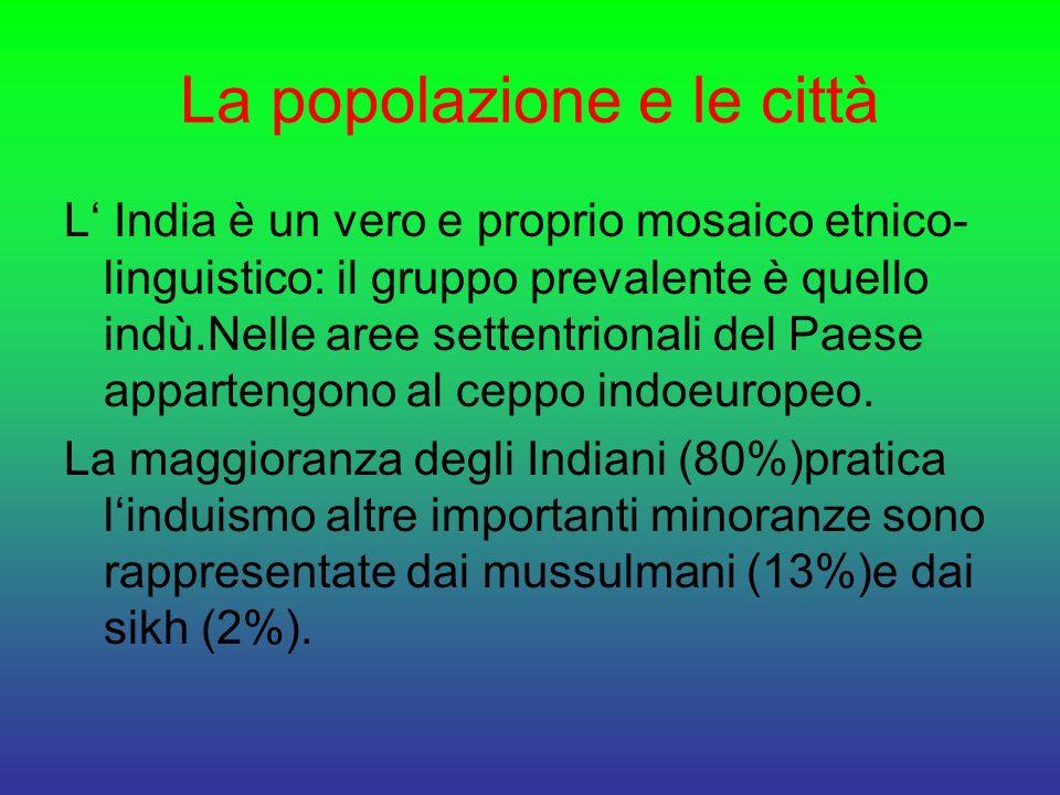 La popolazione e le città L India è un vero e proprio mosaico etnico- linguistico: il gruppo prevalente è quello indù.Nelle aree settentrionali del Pa