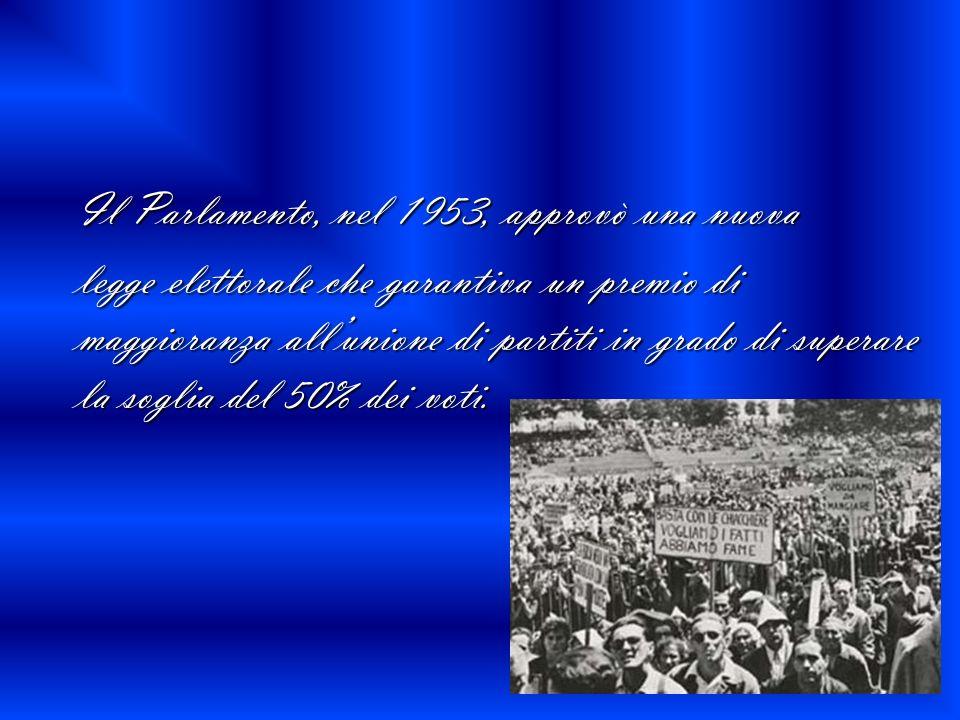 Il Parlamento, nel 1953, approvò una nuova Il Parlamento, nel 1953, approvò una nuova legge elettorale che garantiva un premio di maggioranza allunion