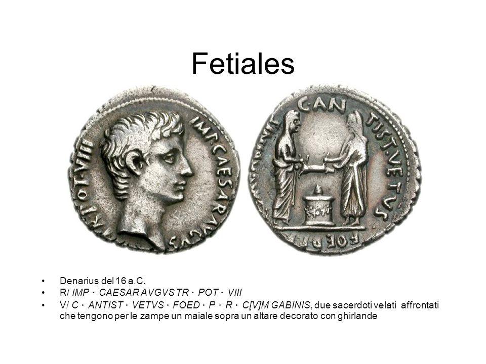 Fetiales Denarius del 16 a.C. R/ IMP CAESAR AVGVS TR POT VIII V/ C ANTIST VETVS FOED P R C[V]M GABINIS, due sacerdoti velati affrontati che tengono pe