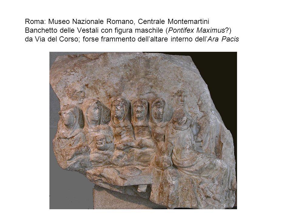 Roma: Museo Nazionale Romano, Centrale Montemartini Banchetto delle Vestali con figura maschile (Pontifex Maximus?) da Via del Corso; forse frammento