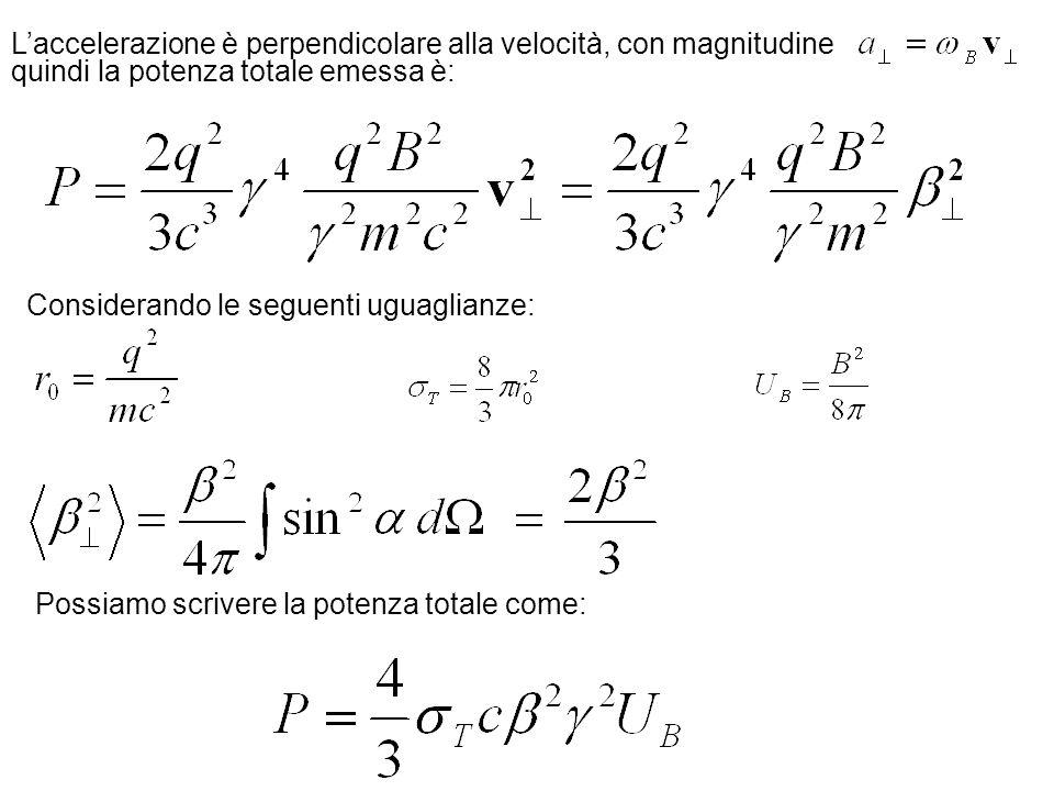 Laccelerazione è perpendicolare alla velocità, con magnitudine quindi la potenza totale emessa è: Considerando le seguenti uguaglianze: Possiamo scriv