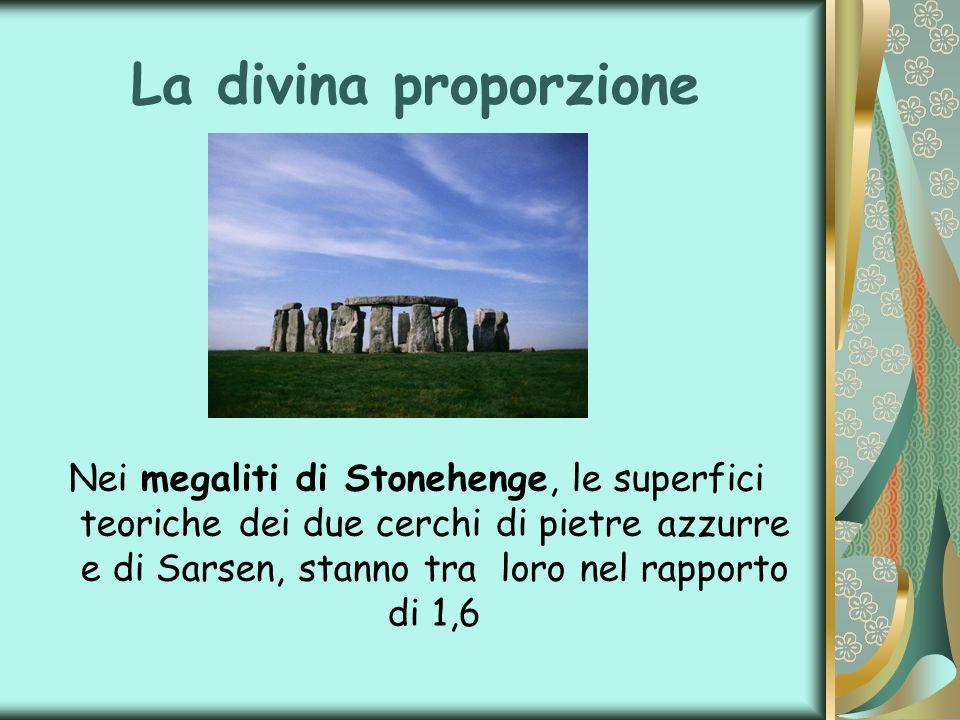 La divina proporzione Nei megaliti di Stonehenge, le superfici teoriche dei due cerchi di pietre azzurre e di Sarsen, stanno tra loro nel rapporto di