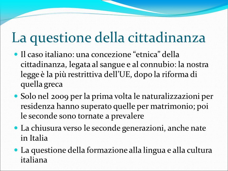 La questione della cittadinanza Il caso italiano: una concezione etnica della cittadinanza, legata al sangue e al connubio: la nostra legge è la più r