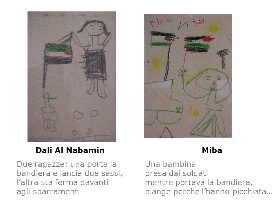 Dali Al Nabamin Due ragazze: una porta la bandiera e lancia due sassi, laltra sta ferma davanti agli sbarramenti Miba Una bambina presa dai soldati me