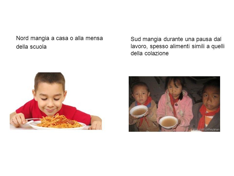 Nord mangia a casa o alla mensa della scuola Sud mangia durante una pausa dal lavoro, spesso alimenti simili a quelli della colazione