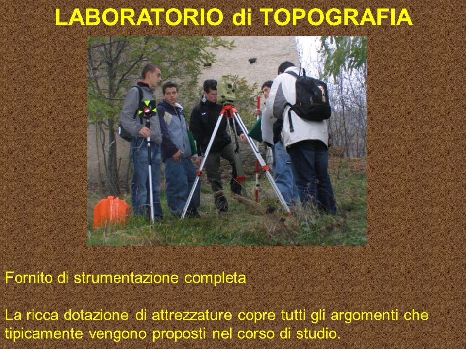 LABORATORIO di TOPOGRAFIA Fornito di strumentazione completa La ricca dotazione di attrezzature copre tutti gli argomenti che tipicamente vengono proposti nel corso di studio.