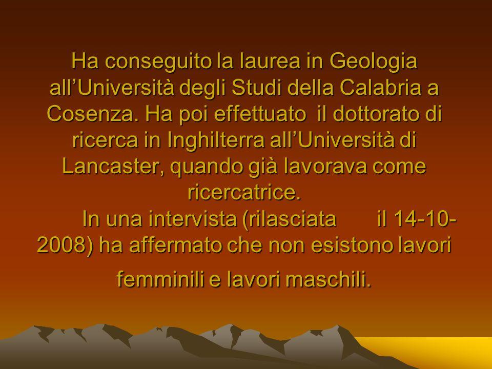 Ha conseguito la laurea in Geologia allUniversità degli Studi della Calabria a Cosenza. Ha poi effettuato il dottorato di ricerca in Inghilterra allUn