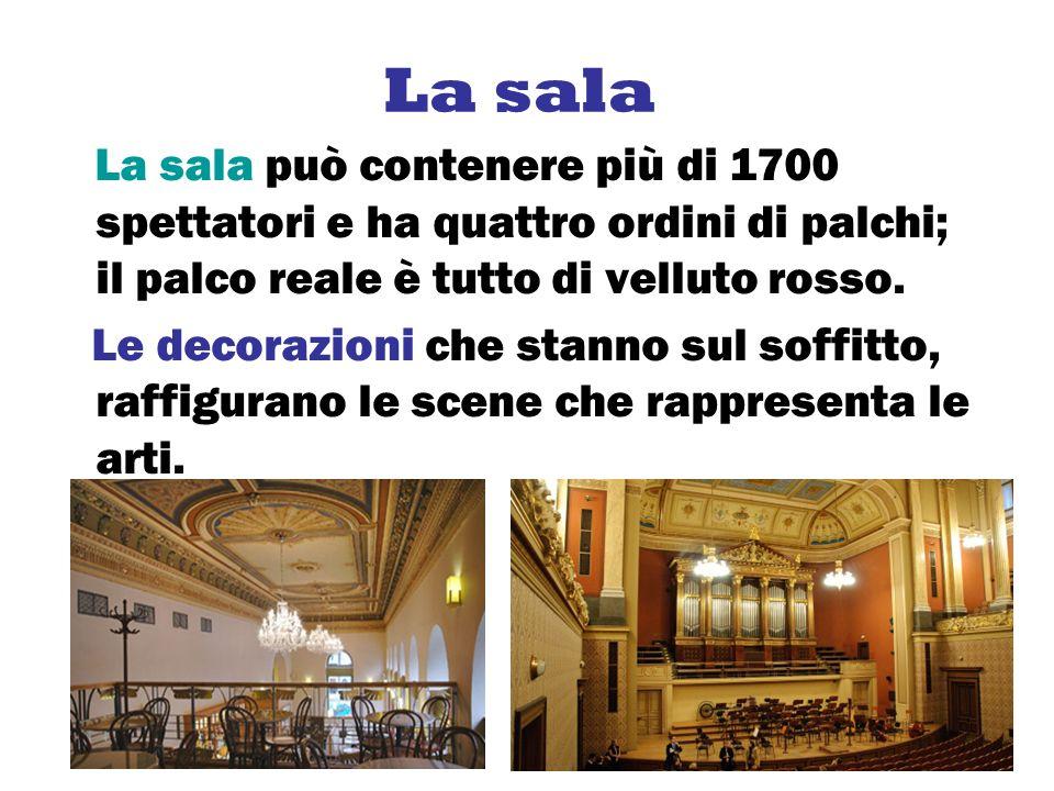 La sala La sala può contenere più di 1700 spettatori e ha quattro ordini di palchi; il palco reale è tutto di velluto rosso. Le decorazioni che stanno
