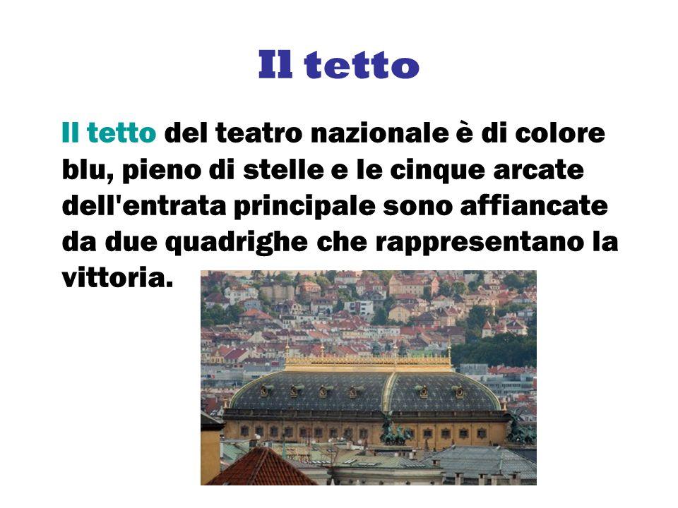 Il tetto Il tetto del teatro nazionale è di colore blu, pieno di stelle e le cinque arcate dell'entrata principale sono affiancate da due quadrighe ch