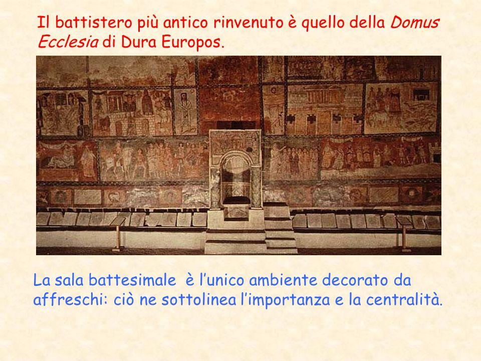 Il battistero più antico rinvenuto è quello della Domus Ecclesia di Dura Europos. La sala battesimale è lunico ambiente decorato da affreschi: ciò ne