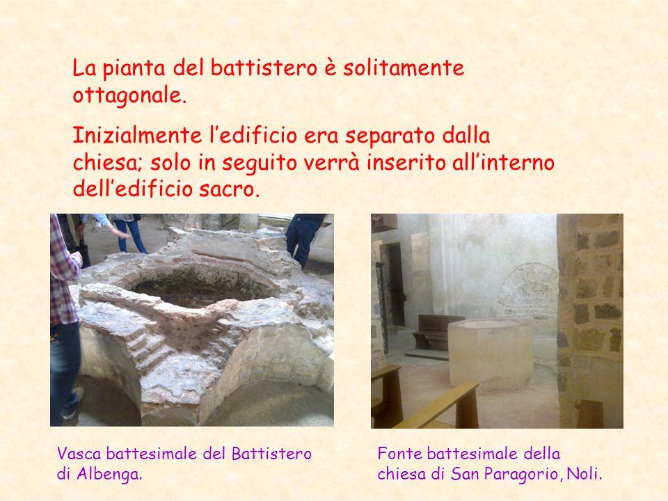 La pianta del battistero è solitamente ottagonale. Inizialmente ledificio era separato dalla chiesa; solo in seguito verrà inserito allinterno delledi